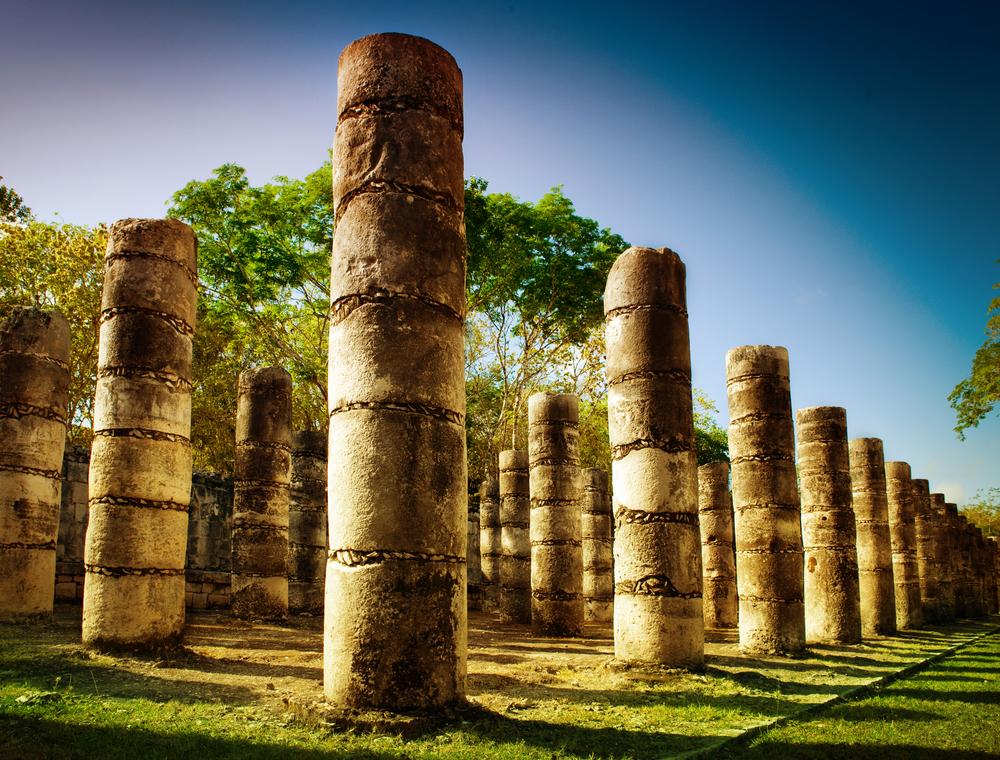 kolumny-w-świątyni-tysiąca-wojowników.JPG