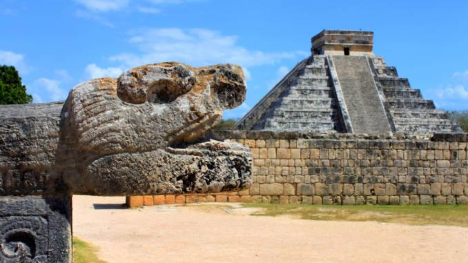 Quetzalcoatla — PierzastyWąż.jpg