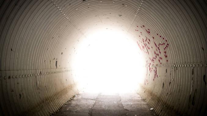 tunel-ze-światłem.jpg