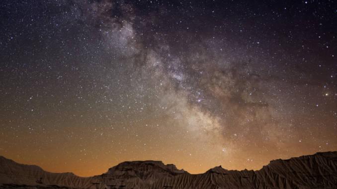 Droga-Mleczna-nad-pustynią-Bardenas-Hiszpania.jpg
