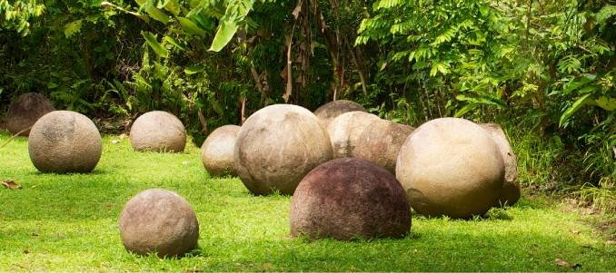 Kamienne-kule-z-Kostaryki.jpg
