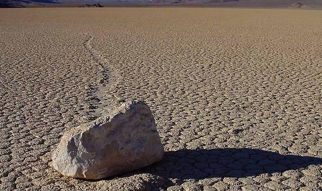 wędrujące-kamienie-z-kalifornii.jpg