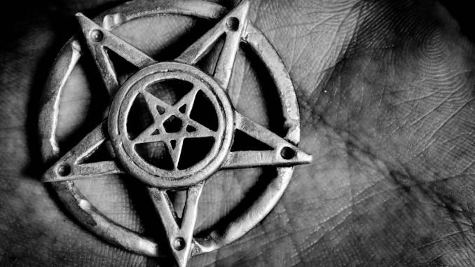 pentagram-kościól-biblia-szatana.jpg