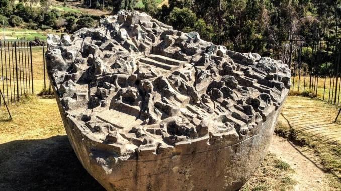 Kamień-z-Sayhuite.jpg