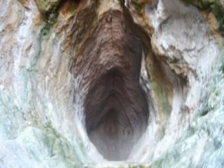 jaskinia-utroba-bułgaria.jpg