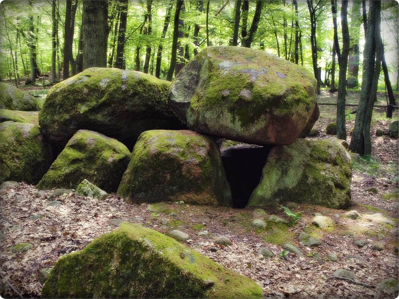 dolmen-borkowski.jpg