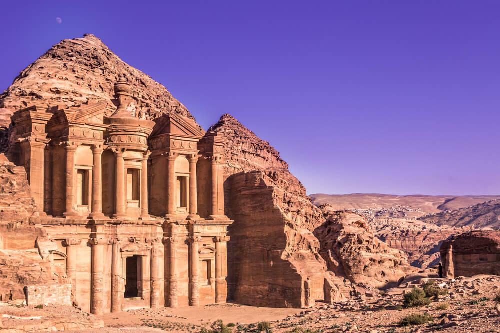 klasztor-w-petrze.jpg