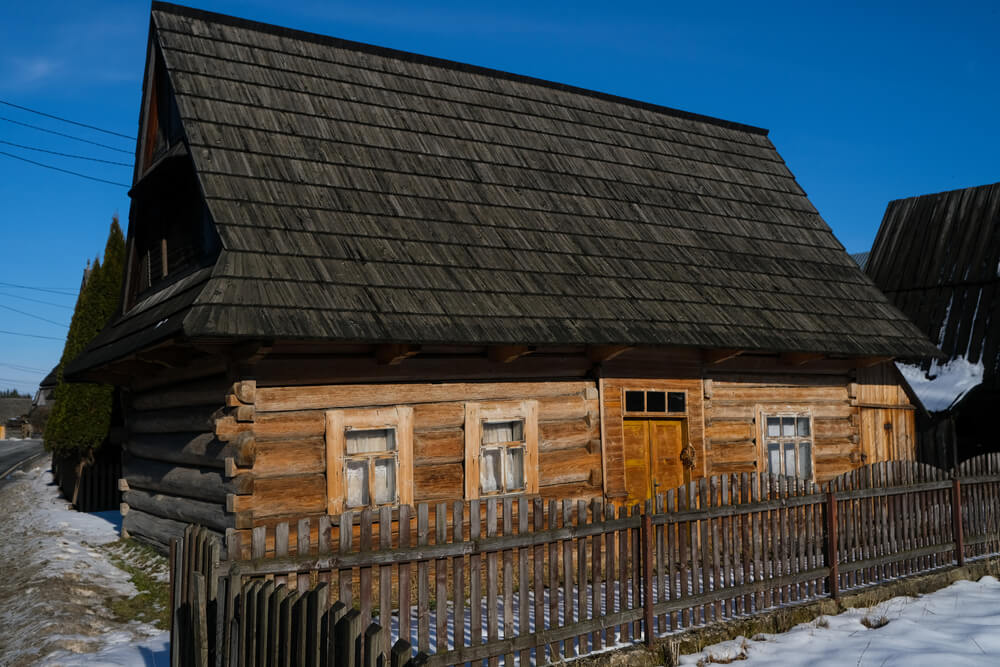 drewniana-chałupa.jpg