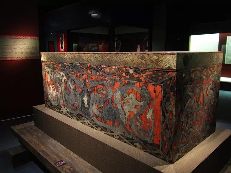 sarkofag-mumia-xin.jpg